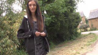 Une femme découvre les joies du sexe
